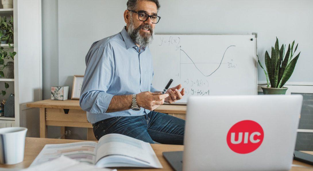 UIC Instructor Teaching Online